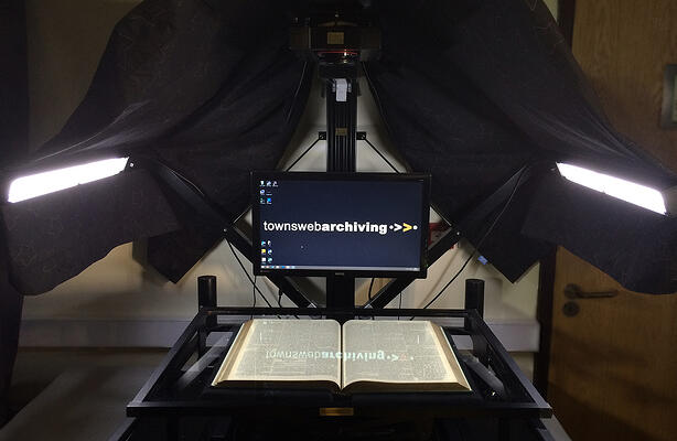 Planetary book scanner